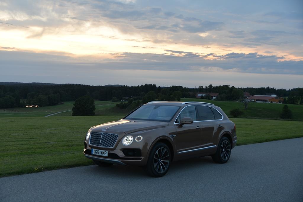 Bentley Bentayga im Abendlicht