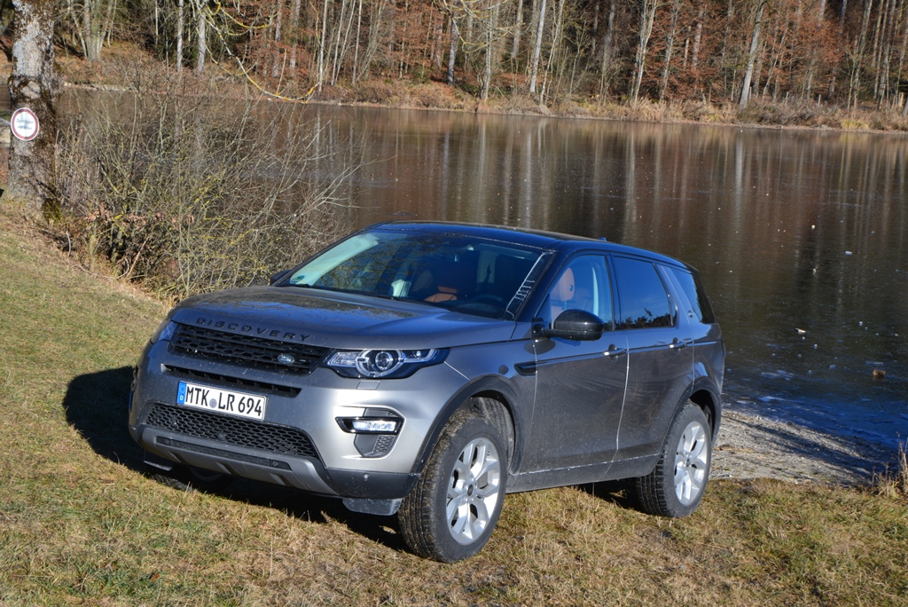 Land Rover Discovery Sport am See