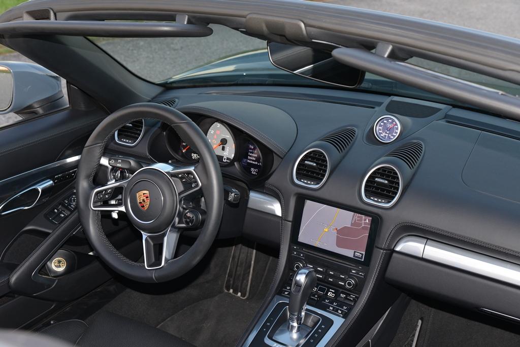 Porsche 718 Boxster S Cockpit