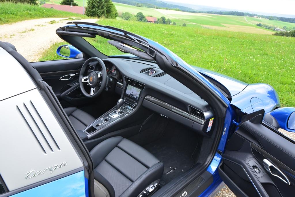 Porsche 911 Targa 4S Interieur saphirblaumetallic