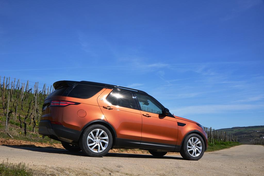 Land Rover Discovery Namib Orange