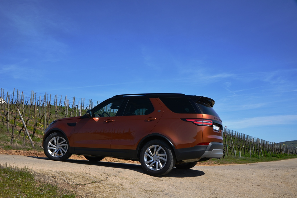 Land Rover Discovery Namib Orange