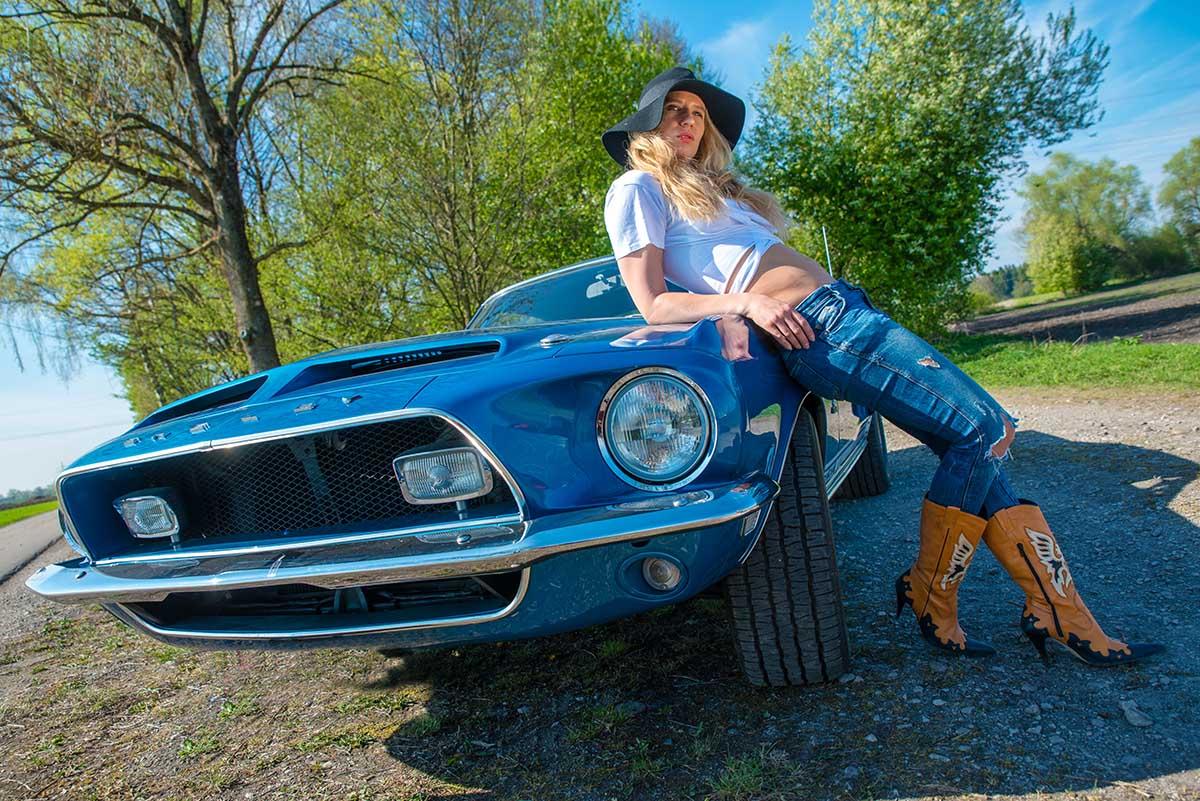 Fotoshooting mit dem Shelby Cobra GT 500 ; Model: Patrizia