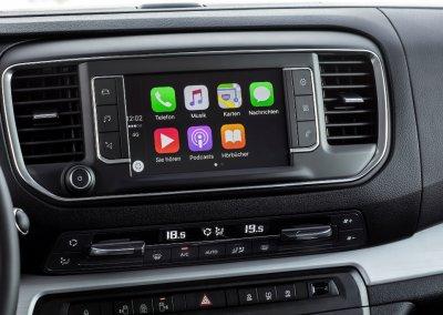 Opel Zafira Life with Apple Car Play