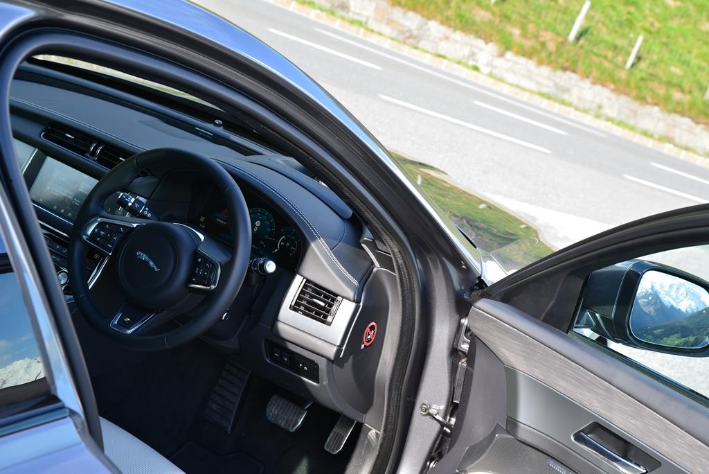Jaguar XF 20d AWD Interieur