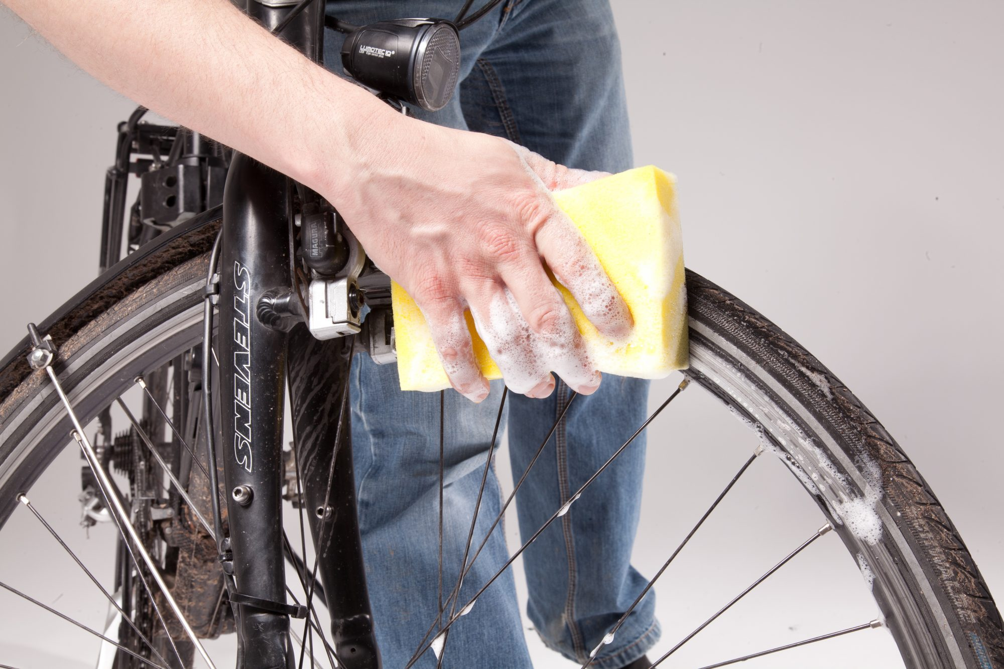 Am Anfang des Fahrrad-Checks: gründliches Putzen. Foto: ADFC