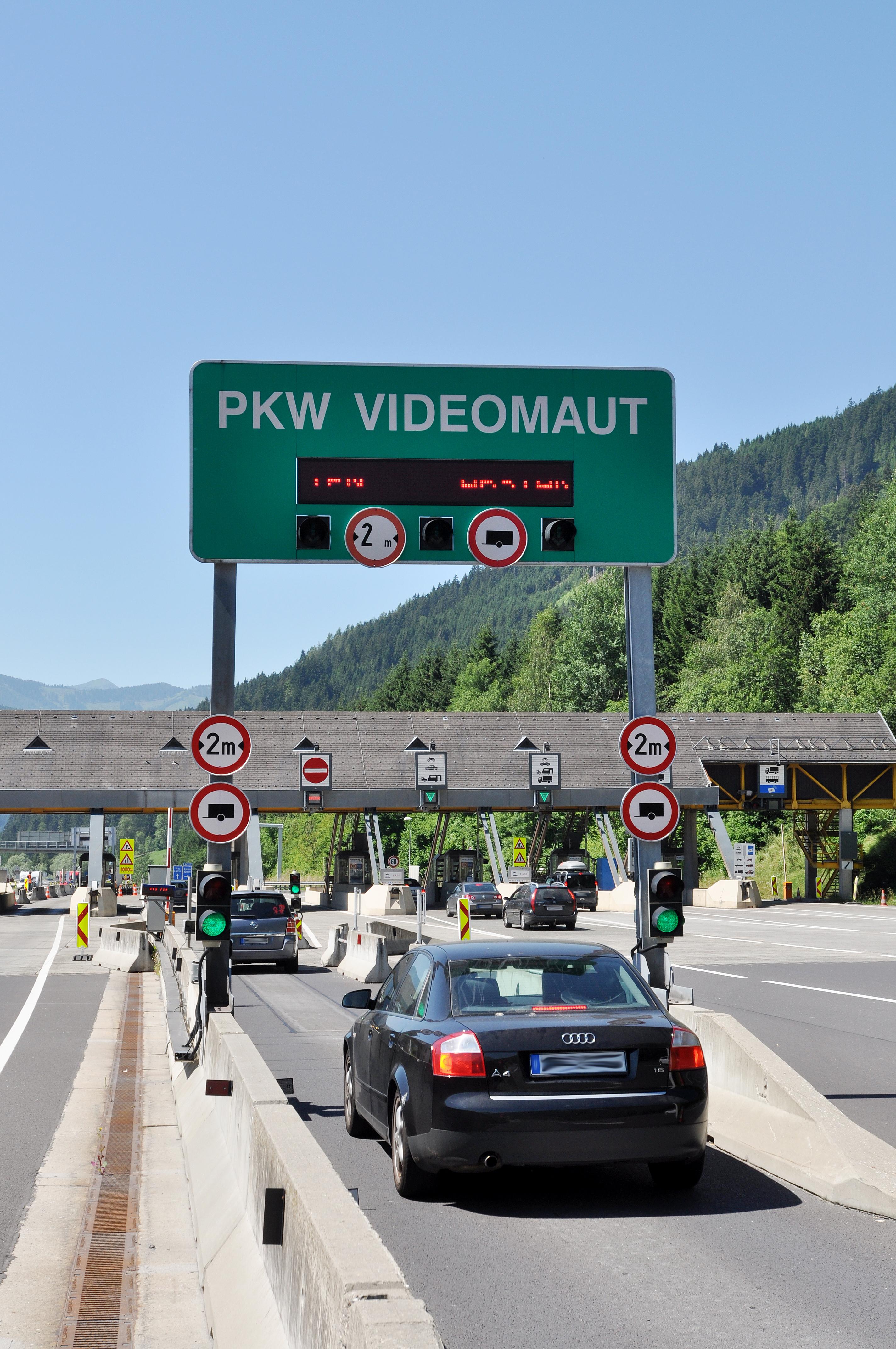 Mit der Jahresmautkarte sparen, mit der Videomaut mehr Komfort bei der Reise durch Österreich. Fotos: ASFINAG