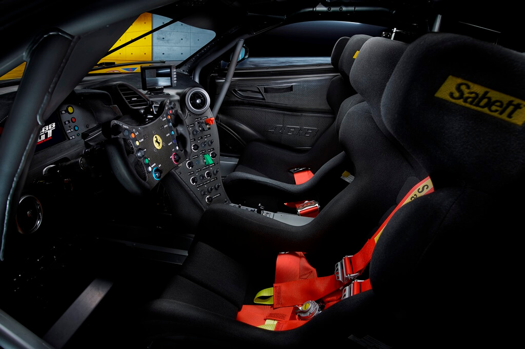 Ferrari 488 GT Modificata Interieur