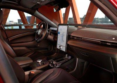 Ford Mustang Mach-E Cockpit mit Ambientelicht