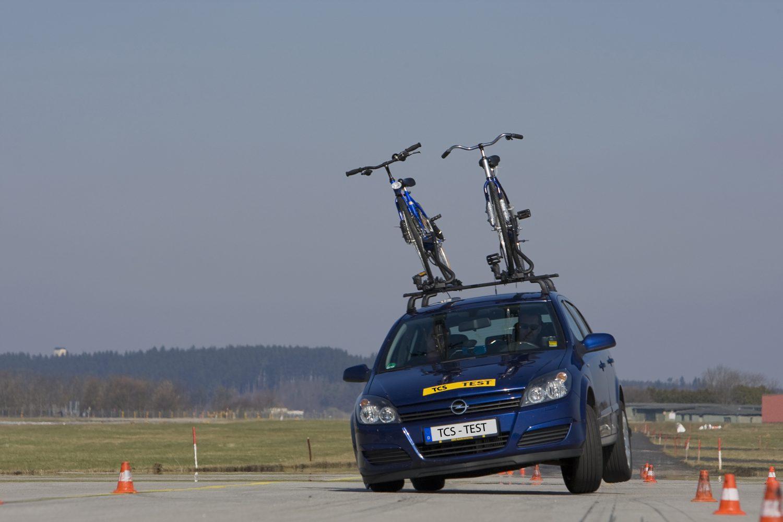 Mitunter schwieriges Fahrverhalten: Fahrradträger auf dem Dach