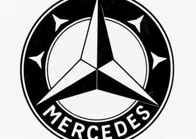 Mercedes-Logo mit vier kleinen Sternen im Ring, 1916.