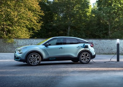Citroën ë-C4 an der Ladestation
