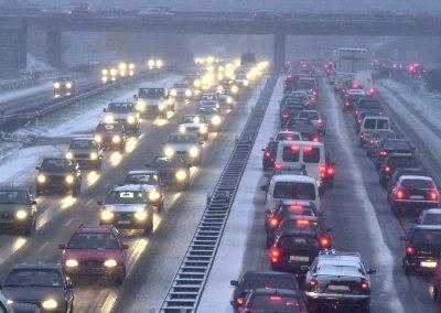 Schnee auf der Autobahn/Conti