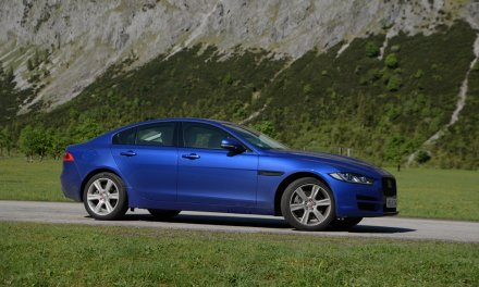 Video Jaguar XE 30t