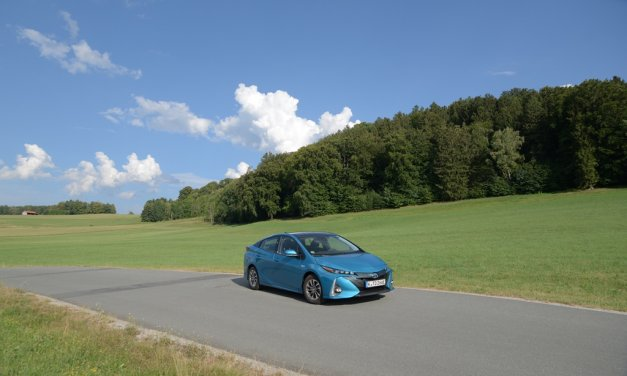 Video Toyota Prius Plug-in Hybrid Solar