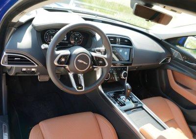 Jaguar XE P250 R-Dynamic