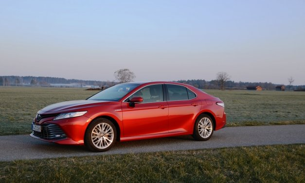 Toyota Camry Hybrid – American Style