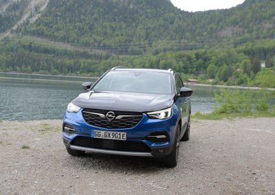 Opel Grandland X Hybrid4 Front