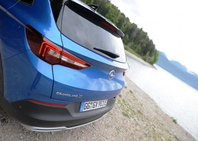 Opel Grandland X Hybrid4 Heck links schräg
