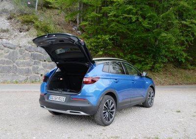 Opel Grandland X Hybrid4 Kofferraum offen