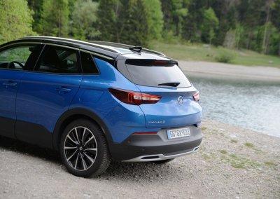 Opel Grandland X Hybrid4 Heck links