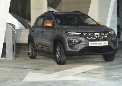 Dacia Spring Electric grau Ladestation