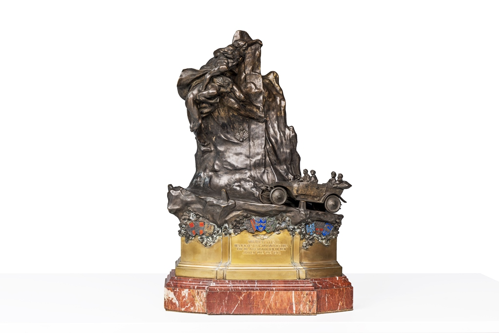 Der große Alpen-Wanderpreis, den Graf Alexander Kolowrat-Krakowsky für das strafpunktfreie Absolvieren der Alpenfahrten 1912, 1913 und 1914 erhalten hat.