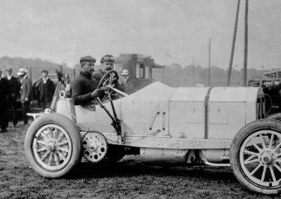Großer Preis von Frankreich auf dem Rundkurs bei Dieppe, 7. Juli 1908. Der spätere Sieger Christian Lautenschlager mit einem Mercedes 140 PS Grand-Prix-Rennwagen