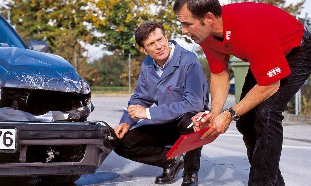 Darf ich nach einem Unfall einen Ersatzwagen mieten?