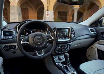 Jeep Compass 4xe Armaturenbrett