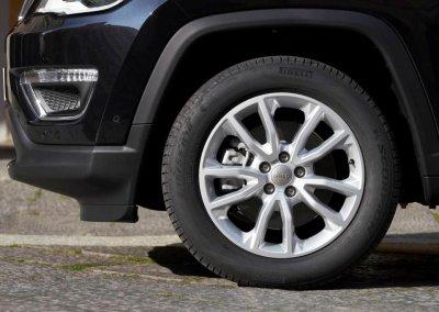 Jeep Compass 4xe Reifen links