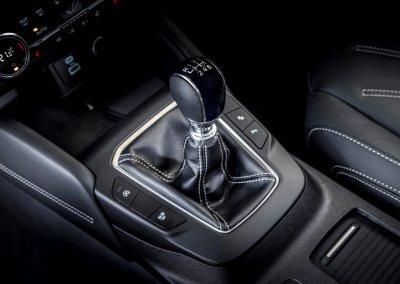 Ford Kuga Vignale 2,0 EcoBlue Hybrid Schalthebel