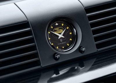 Land Rover Defender Works V8 Trophy Elliot Brown Zifferblatt