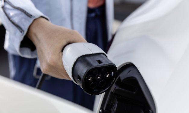 Elektroautos richtig versichern: Tipps für die passende Police