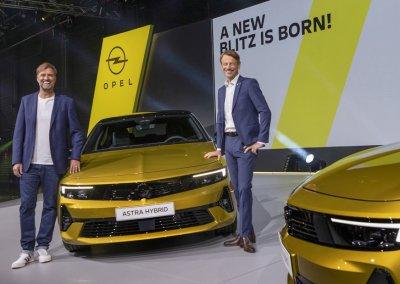 Opel Astra mit Uwe Hochgeschurtz und Jürgen Klopp