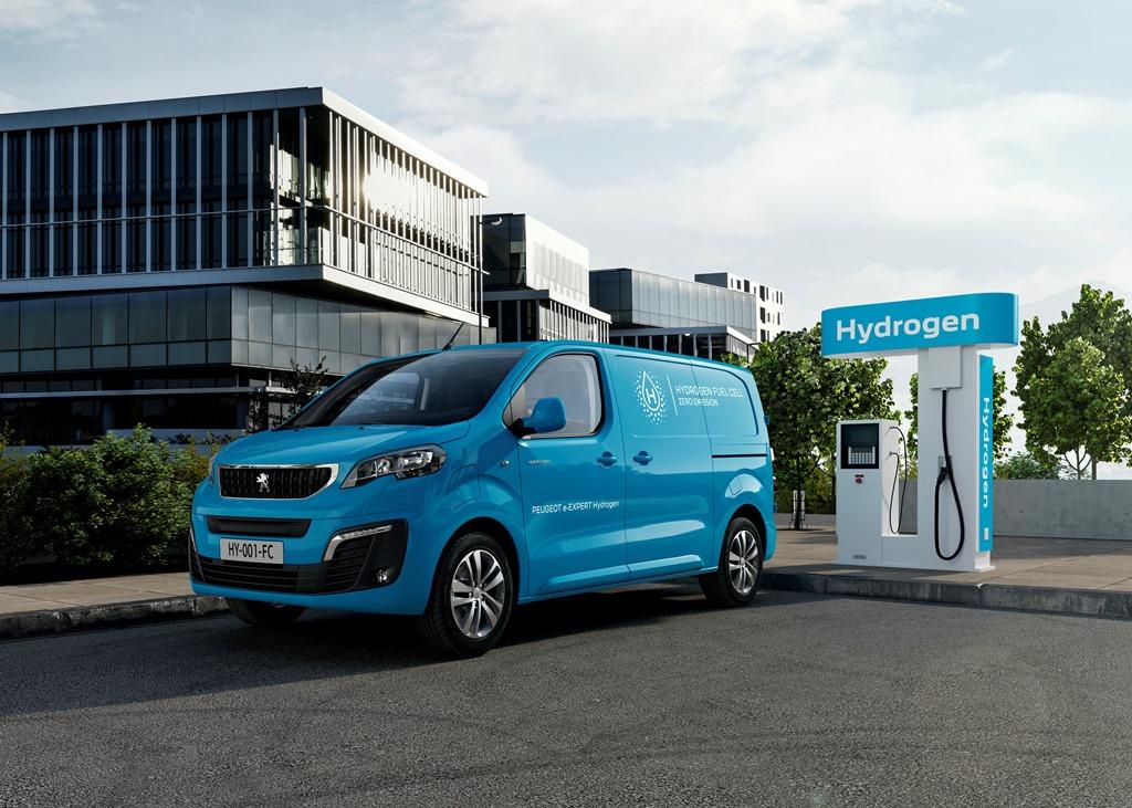 Peugeot e-Expert Hydrogen an Wasserstofftankstelle