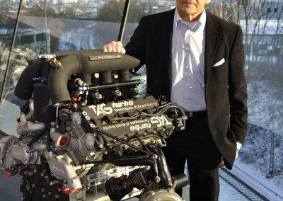 Hans Mezger mit TAG-Turbo Formel-1-Motor