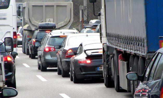 Bei Stau: Wer hat an der Autobahn-Auffahrt Vorfahrt?