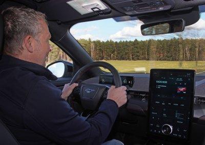Ford Mustang Mach-E Dietmar Stanka am Steuer