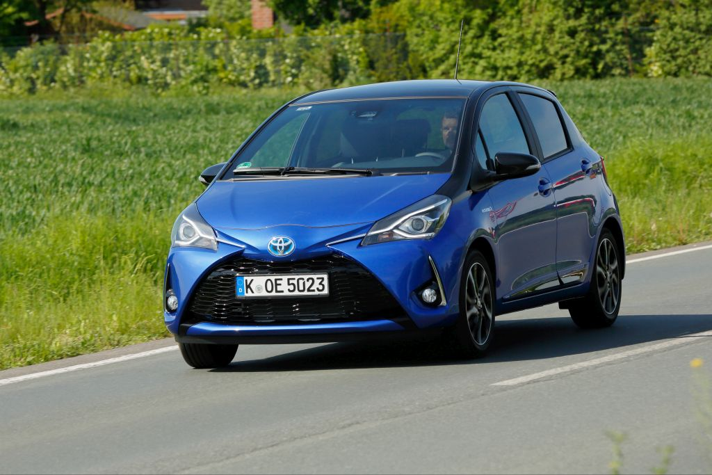 oyota Yaris Hybrid Fahrend front links