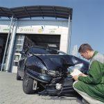 Wer ohne Grund bremst, haftet bei Auffahrunfall für Teil des Schadens
