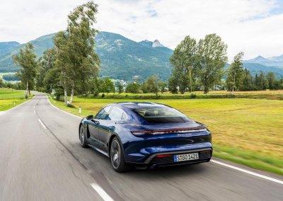 high_taycan_turbo_gentian_blue_metallic_taycan_media_drive_europe_2019_porsche_ag-4