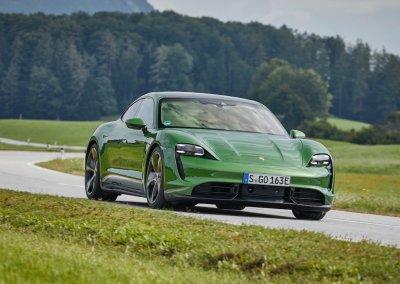 high_taycan_turbo_s_mamba_green_metallic_taycan_media_drive_europe_2019_porsche_ag-4