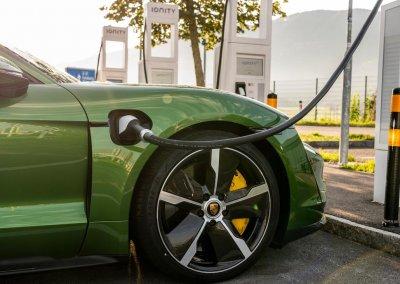 high_taycan_turbo_s_mamba_green_metallic_taycan_media_drive_europe_2019_porsche_ag
