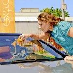 Scheibenreiniger: Wer putzt Autoscheiben am besten?