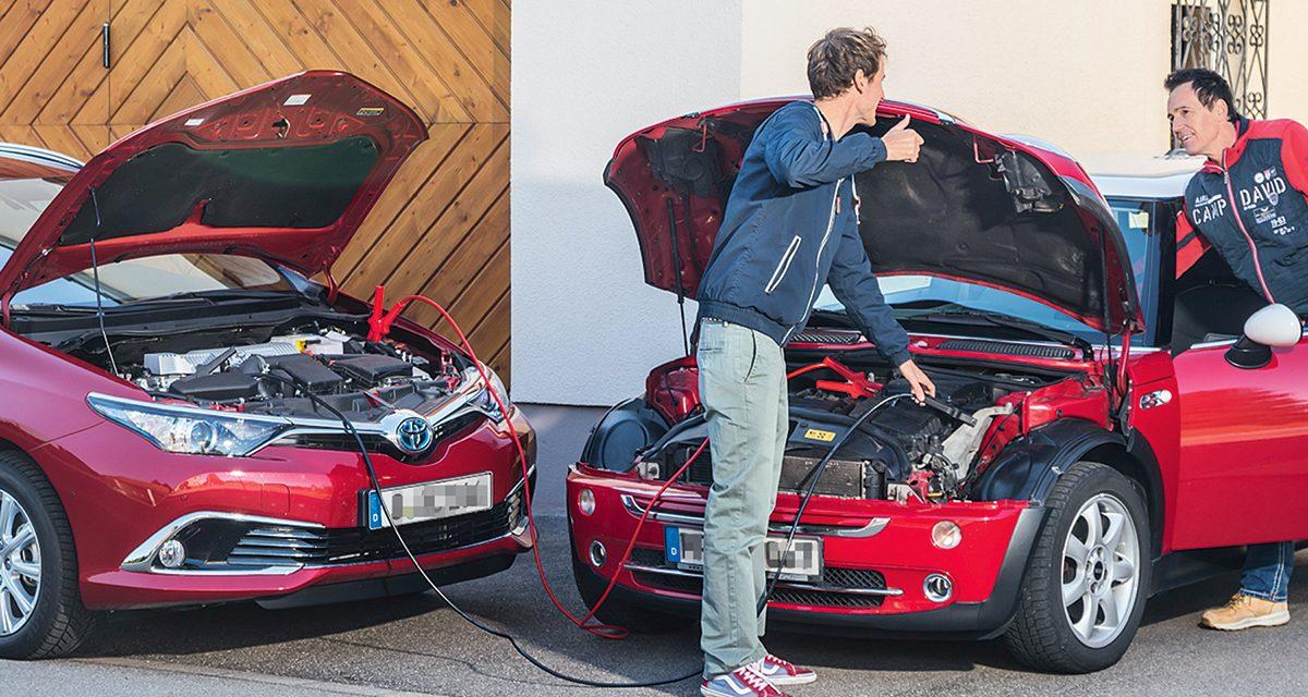 Schlappe Autobatterie: So funktioniert die Starthilfe